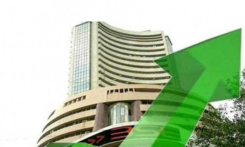 Sensex bounces back by 417 pts