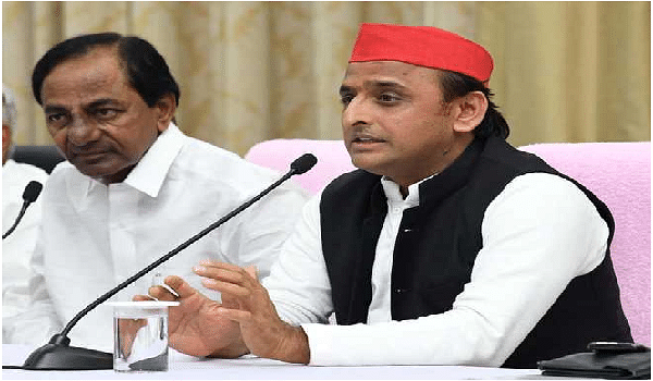 After TN, KCR gets support from Akhilesh Yadav