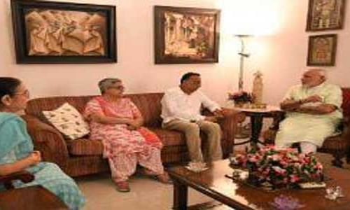 PM visits Late Vajpayee's family members