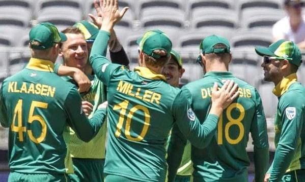 South Africa crushes Australia in the first ODI