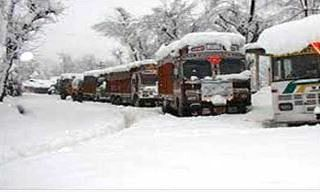 Srinagar-Leh highway remains closed due to snowfall