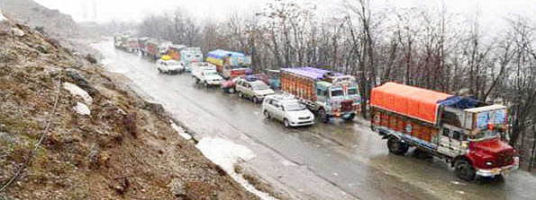 Traffic resumes on Kashmir highway; Leh, Mughal roads remain shut
