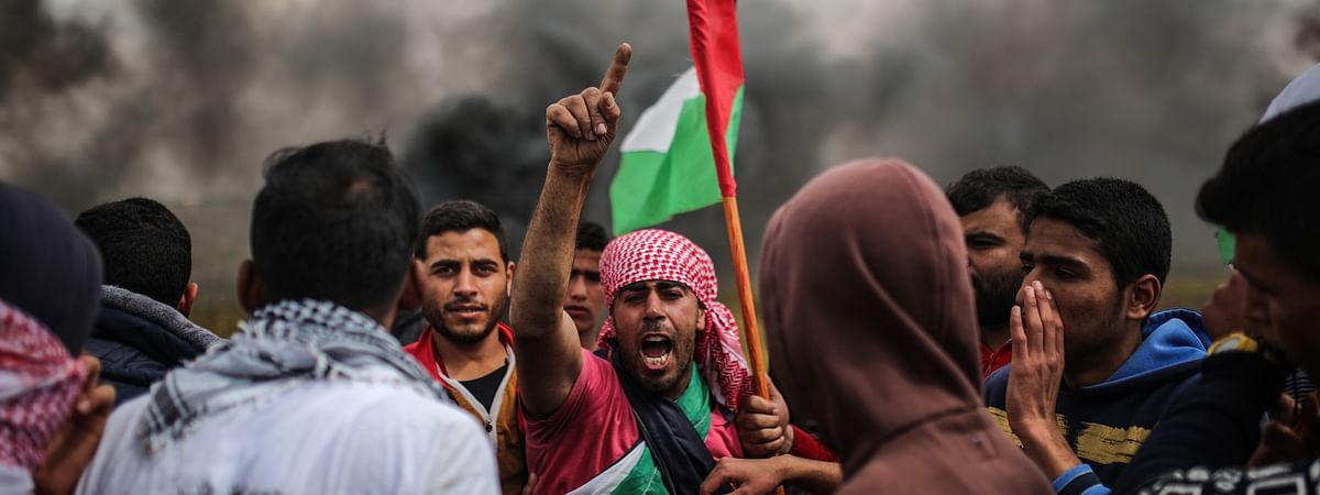 Three Palestinians injured in clashes with Israeli soldiers in northern Gaza