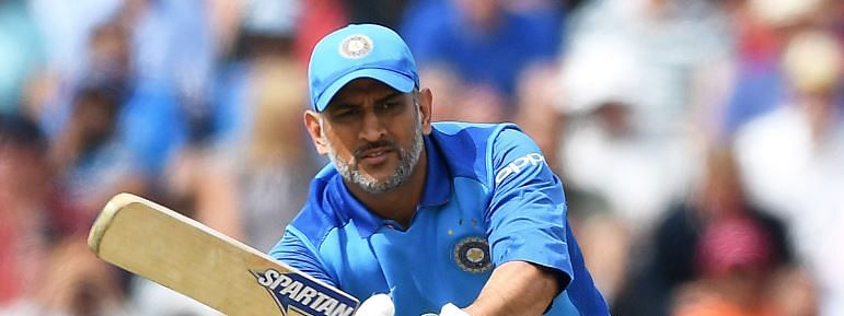 Virat out; Dhoni takes the baton of fight for India
