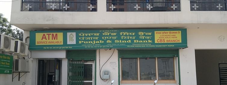 Unsuccessful attempt by robbers to loot Punjab & Sindh Bank