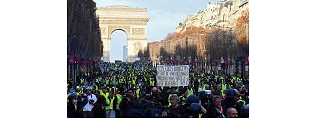 Over 20 people detained at fresh yellow vest demonstrations in Paris