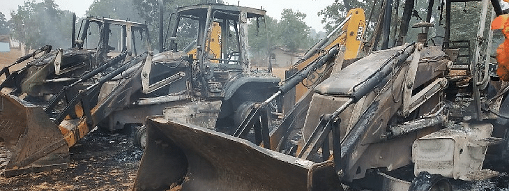 Maoists set tractor and JCB on fire in Bokaro