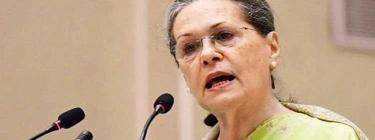 Centre bent on subverting RTI, says Sonia
