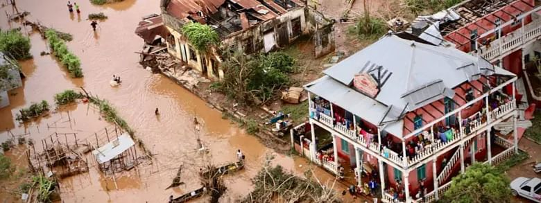 Cyclone Idai: '15,000 people still need to be rescued'
