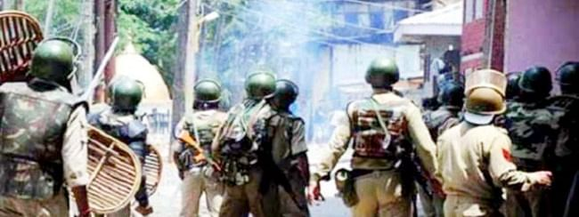 Over 12 persons, including security personnel injured in Shopian clashes
