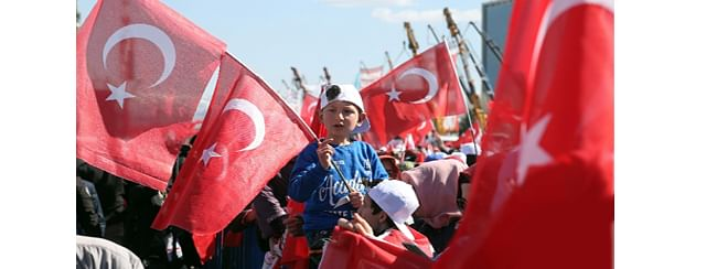 Turkey elections: Opposition takes slim lead in Istanbul