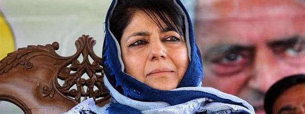 Stones pelted at Mehbooba's motorcade in south Kashmir's Anantnag