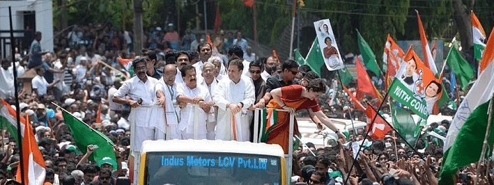 Tens of thousands turn out to witness Rahul & Priyanka road show