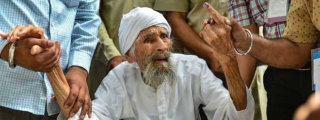 111-year-old Bachan Singh casts vote in Delhi