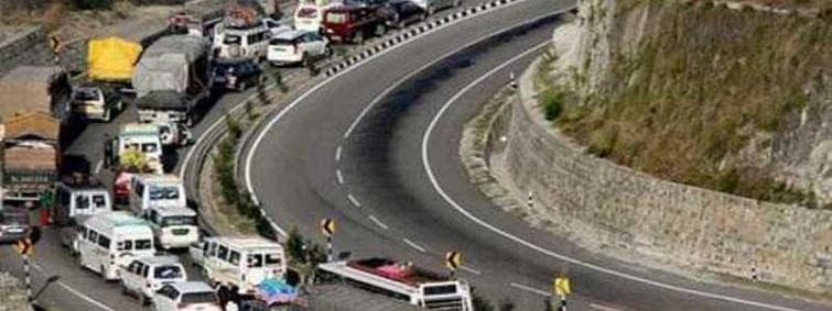 Civilian traffic resumes on Kashmir highway after one-day ban