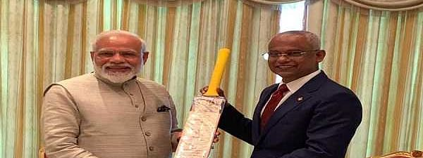 PM Modi presents cricket bat to 'friend' and Maldives Prez Solih