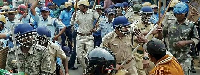 Clashes between BJP workers and police in Kolkata