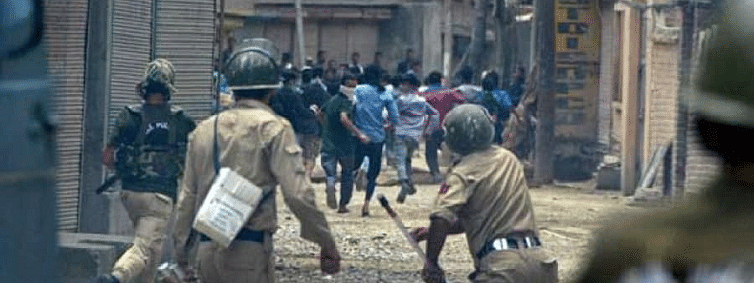 Three youth injured in clashes with SFs amid shutdown in Pulwama