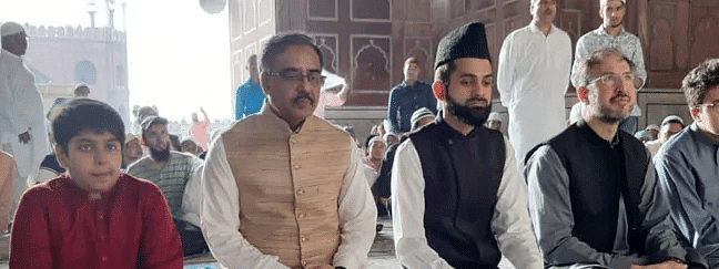 Pak Foreign Secy offers Eid prayers at Delhi Jama Masjid