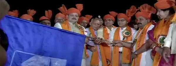 Amid 'Bam Bam Bhole' chants, first batch of 2234 Amarnath pilgrims leave from Jammu