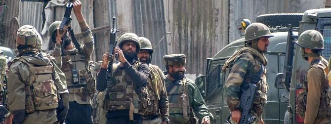Anantnag encounter:militant killed, op continues