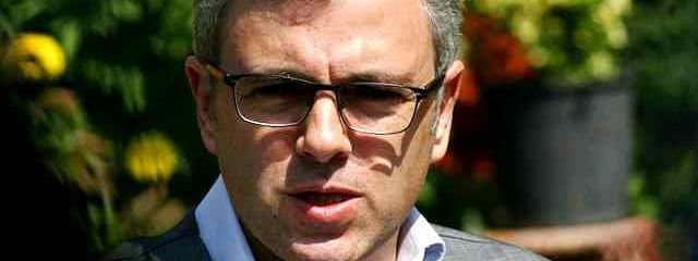 Omar lauds Kashmiri driver for returning jewellery worth Rs 10 lakh to tourist