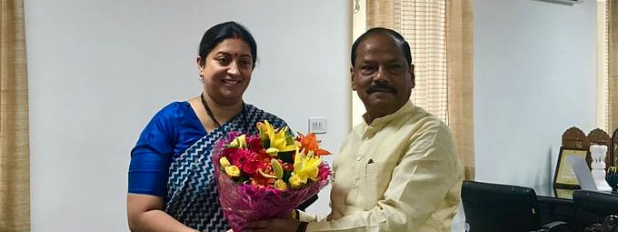 Smriti reviews WCD projects with Jharkhand CM
