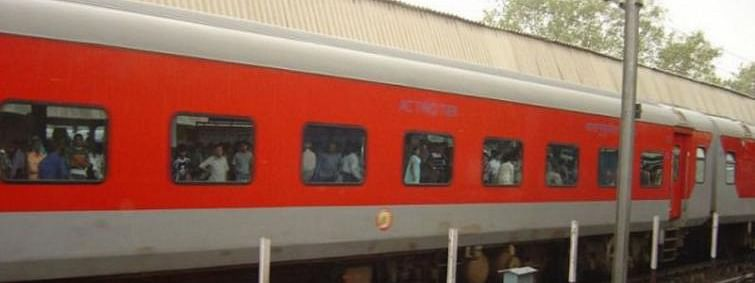 Four people run over by Rajdhani Express