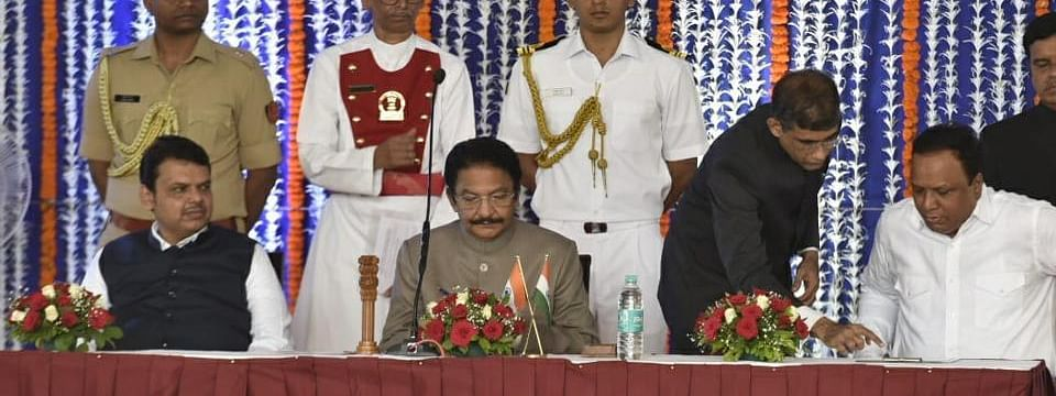 8 Ministers, 5 MoS inducted in Maha Cabinet