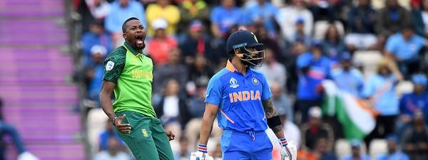 India lose Dhawan and Kohli; 82/2 in 21 overs