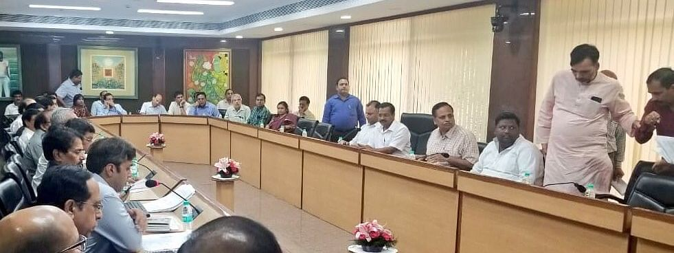 Kejriwal chairs review meeting on preparedness for vector-borne diseases