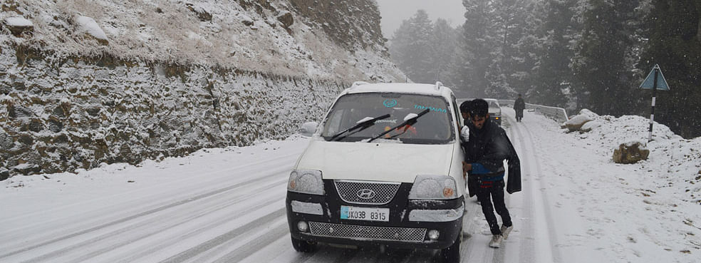 Ladakh- Kashmir Highway closed due to snowfall