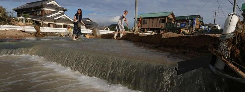Heavy rains in Japan force almost 800,000 residents to evacuate