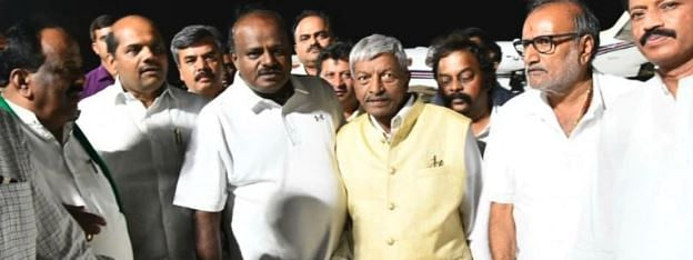 21 Congress Ministers in Karnataka resign en masse to contain rebels