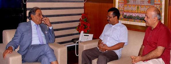 Kejriwal, Sisodia call on 15th Finance Commission Chairman