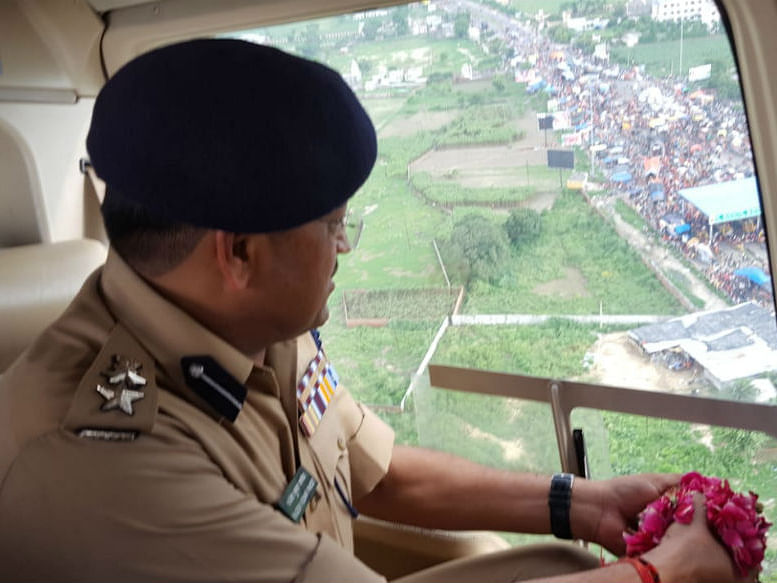 Copters shower petals on kanwarias