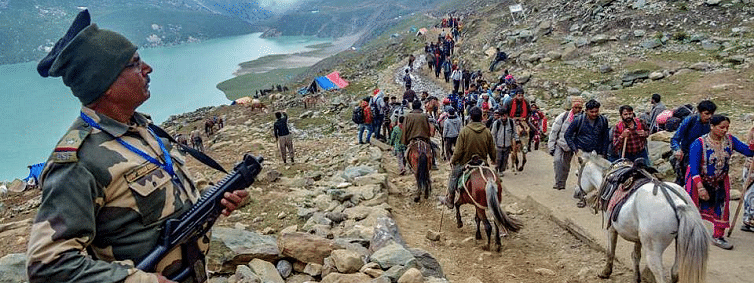 Fresh batches leave for holy cave, 2.86 lakh have darshan so far