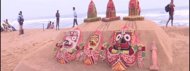 Sudarshan creates Sand Chariots with Lords at Puri beach