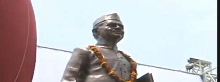 PM unveils bronze statue of former PM Lal Bahadur Shastri at Babatpur airport