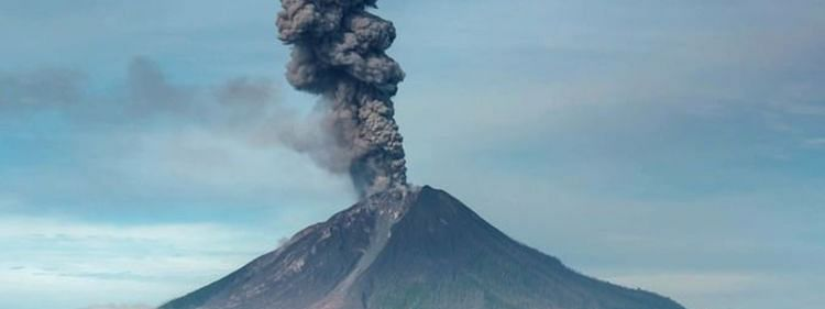 Flight alert notice as volcano erupts in Indonesia