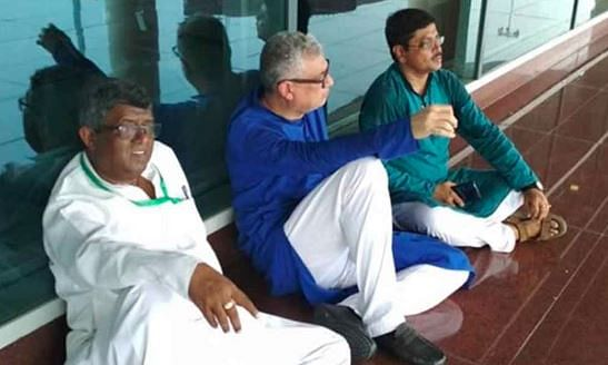TMC delegation on way to Sonbhadra was detained at Varanasi Airport