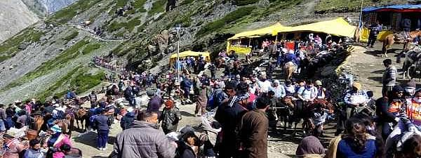 Fresh batch of yatris leave base camps for holy cave