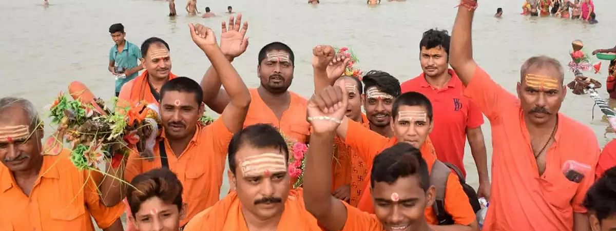 Thousands of people participated in Jalabhishek of Lord Shiva