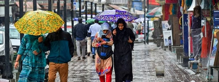 Weather turns pleasant due to incessant rain in Srinagar, other parts of Kashmir