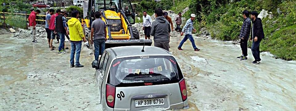 30 dead in floods, alert in Delhi