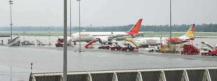 Cochin airport resumes flights after two-day closure
