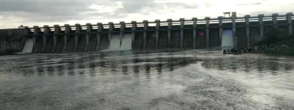 1,048 cusecs water released from Jayakwadi dam into Godavari river