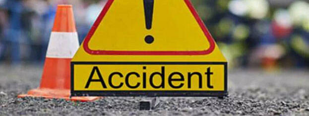 Lorry overturns : 3 killed