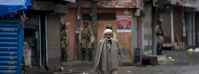 Life remains paralysed for 19th day in Kashmir