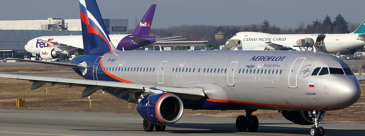 Russian plane hit by birds; 10 injured